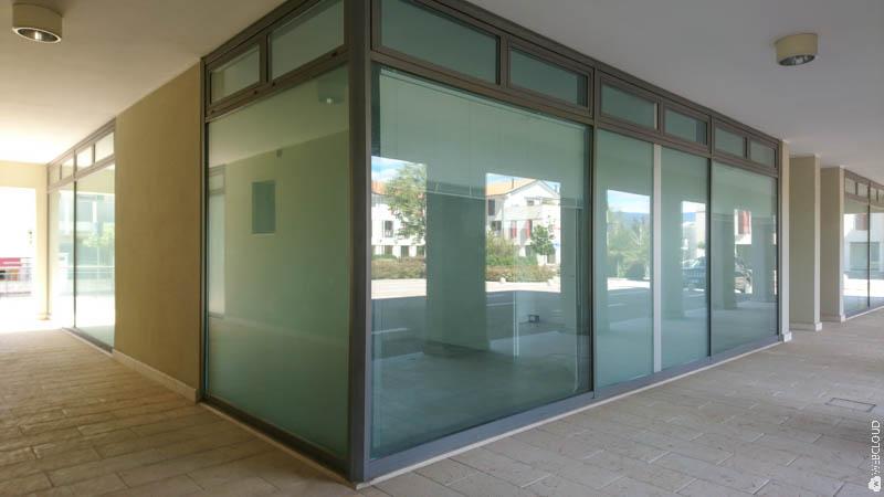 Le vetrine sul portico